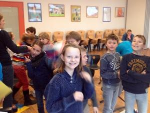 neu verföhnte, erlöste und fröhliche Schüler nach der Mussorgsky-Stunde