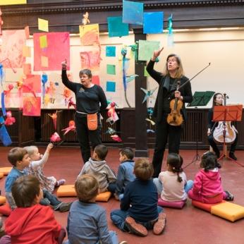 DEU, Deutschland, Berlin, 04.11.2016, Rundfunk-Sinfonieorchester Berlin: Rapauke macht Musik - Educationprogramm mit Musikern des RSB im KinderKünsteZentrum Neukölln, [(c) Kai Bienert, Borkumstr.10, 13189 Berlin, Tel: 030 4719696, Mobil: 0171 5418507, Email: kb@mutesouvenir.com, www.mutesouvenir.com, Bankverbindung: Deutsche Bank 24, BLZ: 10070024, KTO: 2067650, IBAN: DE83100700240206765000, BIC(SWIFT):DEUTDEDBBER, Finanzamt Berlin Pankow/Weissensee, StNr.:35/229/00156, UST-ID:DE137081101,NUTZUNG NUR GEGEN HONORAR UND COPYRIGHTNENNUNG!WWW.FREELENS.COM/CLEARING/] [#0,26,121#]